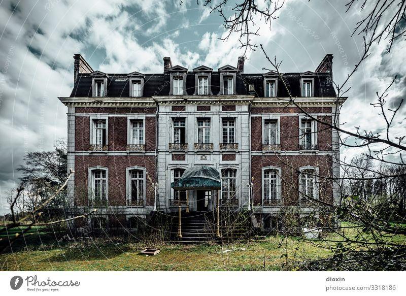 Lost Hotel Haus Traumhaus Bauwerk Gebäude Architektur alt authentisch außergewöhnlich dreckig dunkel gruselig trashig Stadt Nostalgie Verfall Vergangenheit