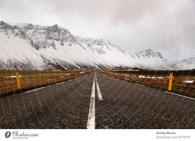 Straße im Westen Islands Sightseeing Expedition Winter Schnee Berge u. Gebirge Landschaft Erde Sand Himmel Wolken schlechtes Wetter Gras Felsen Gletscher