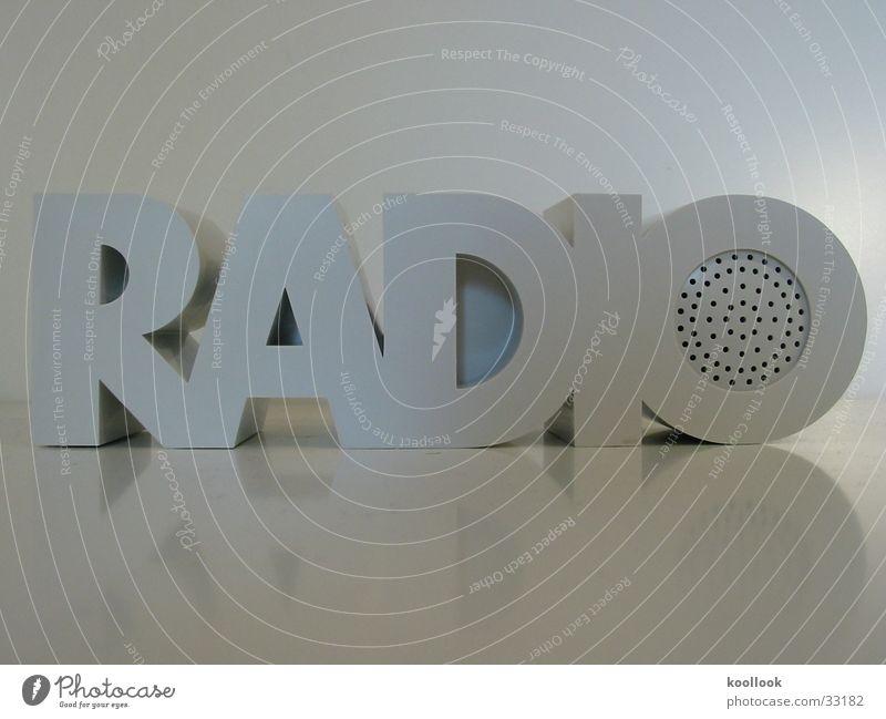 RADIO RADIO weiß Siebziger Jahre retro Dinge Design obskur Musik Klang Radio