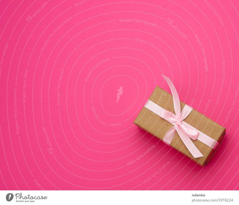 braune Geschenkschachtel in Papier eingewickelt Design Glück schön Dekoration & Verzierung Tisch Feste & Feiern Hochzeit Geburtstag Handwerk Verpackung Paket