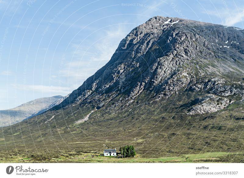 GLENCOE 1 Natur Landschaft Himmel Schönes Wetter Felsen Berge u. Gebirge Gipfel Haus Einfamilienhaus Traumhaus ästhetisch Einsamkeit Einsiedler Highlands