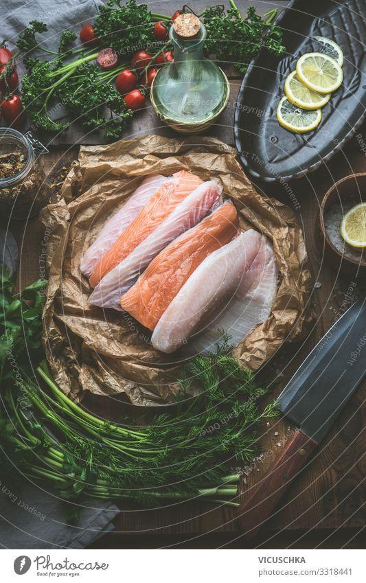 Verschiedene Fischfilets auf Küchentisch Lebensmittel Kräuter & Gewürze Ernährung Bioprodukte Diät Geschirr kaufen Design Gesunde Ernährung Restaurant various