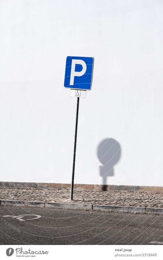 Strange world Mauer Wand Verkehrswege Straßenverkehr Zeichen Schilder & Markierungen Verkehrszeichen einzigartig lustig rebellisch blau weiß Ordnungsliebe