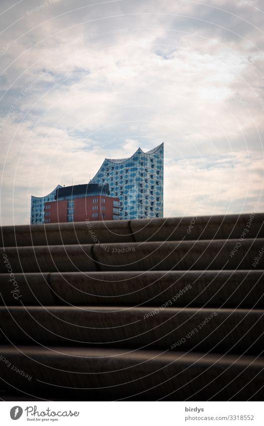 Elphi Himmel Stadt Wolken Architektur klein oben Design Freizeit & Hobby Treppe Kultur Erfolg authentisch Hamburg Sehenswürdigkeit Bauwerk