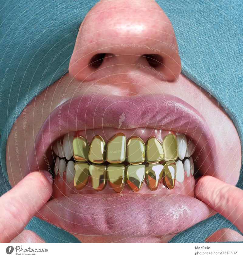 Zähne zeigen Mund Lippen Finger hässlich skurril Goldzahn Zahnfleisch Nase Farbfoto Nahaufnahme