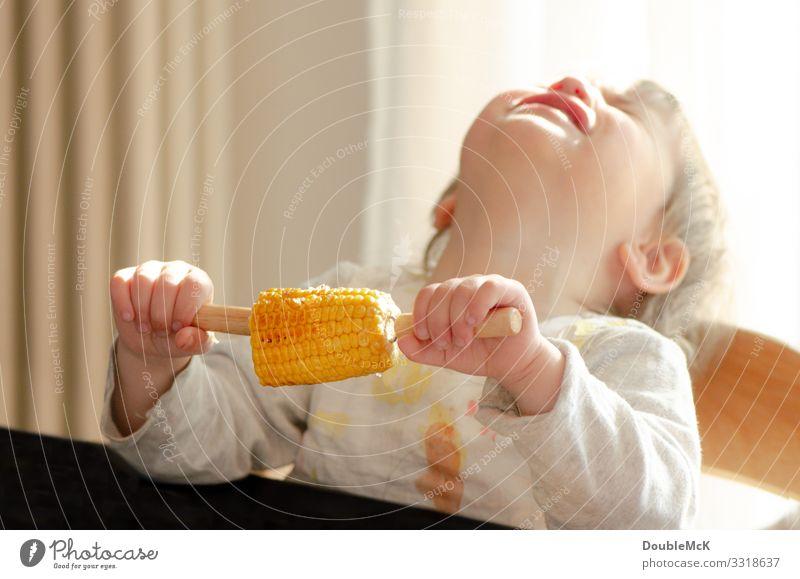 Ah Mais … Äääh Lebensmittel Gemüse Maiskolben Essen Mensch feminin Kind Kleinkind Mädchen 1 1-3 Jahre festhalten schreien weinen Wut gelb rosa weiß Gefühle