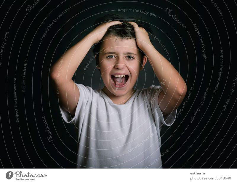 wütendes und gestresstes Kind mit den Händen auf dem Kopf Mensch maskulin Familie & Verwandtschaft Kindheit 1 8-13 Jahre sprechen Fitness schreien Traurigkeit