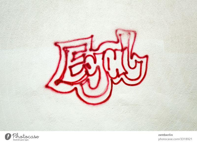Egal Wort beschmiert Gleichgültigkeit sprühen unentschlossen gesprüht Graffiti Meinung Meinungsfreiheit Sachbeschädigung Tagger taggen Vandalismus Wand