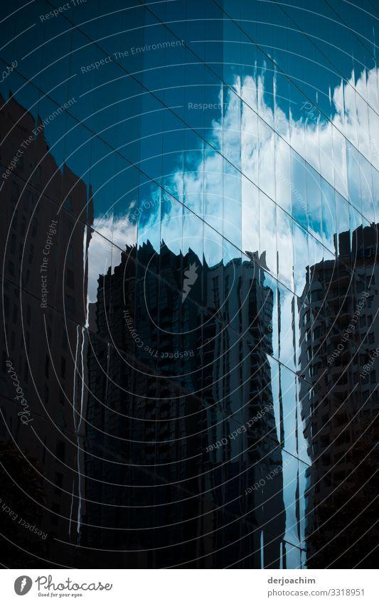 Spiegelung 2. Sommer Stadt Haus Wolken Architektur Leben Wand Umwelt Mauer außergewöhnlich Ausflug Design leuchten Hochhaus ästhetisch genießen