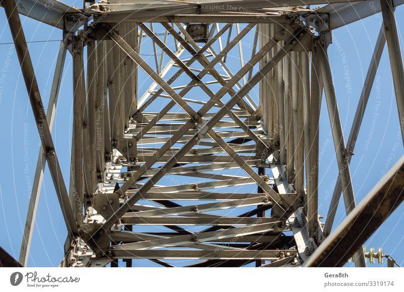 Fragment der Struktur des Mastes der Hochspannungsleitung Industrie Technik & Technologie Himmel Architektur Metall Stahl Linie alt blau Energie Hintergrund