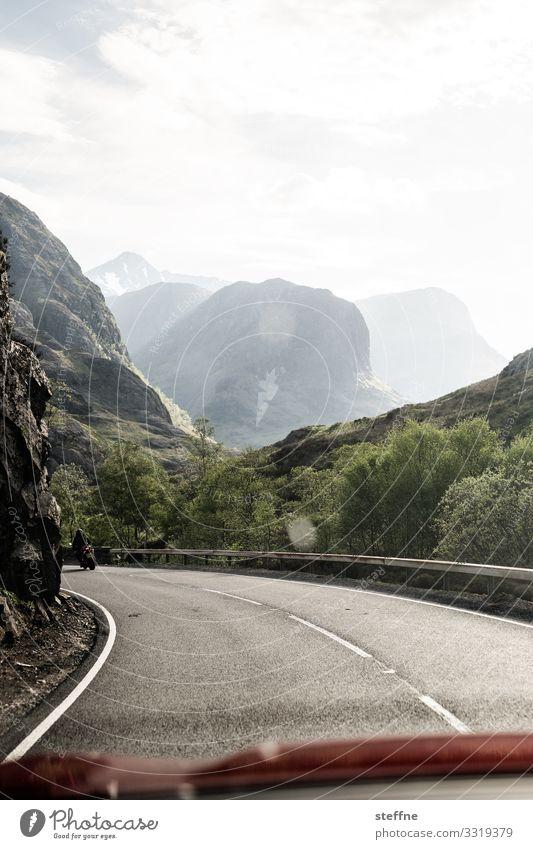 GLENCOE 5 Natur Landschaft Felsen Berge u. Gebirge Gipfel Verkehr Straße fahren Ferien & Urlaub & Reisen Schottland Highlands Linksverkehr überholen