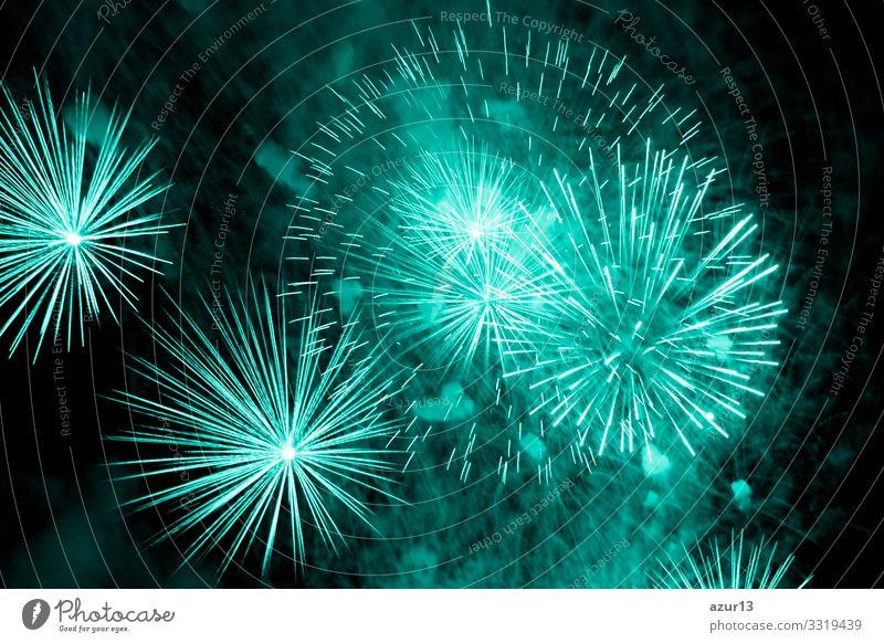 Luxus-Feuerwerk-Veranstaltung Himmelsshow mit türkisfarbenen Urknallsternen Reichtum Stern Entertainment zeigen Party Stadtfest Nachtleben Pyrotechnik