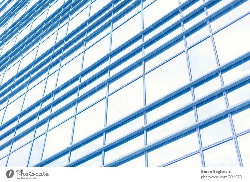 Modernes Gebäude Design Arbeitsplatz Büro Business Hochhaus Architektur Fassade Fenster groß hoch modern neu Sauberkeit blau Perspektive schließen Wand