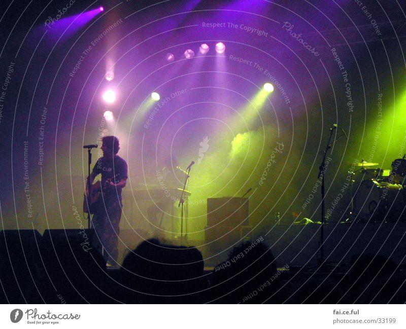 Music Maker Bühne Licht Nebel Konzert Stimmung mehrfarbig Sänger Musik Farbe Gitarre Schnur Abend