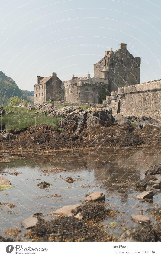 Burg in Schottland Meer Isle of Skye Natur Landschaft Urlaubsstimmung Außenaufnahme Reisefotografie Insel Tourismus Romantik Sehenswürdigkeit Ebbe Mittagszeit