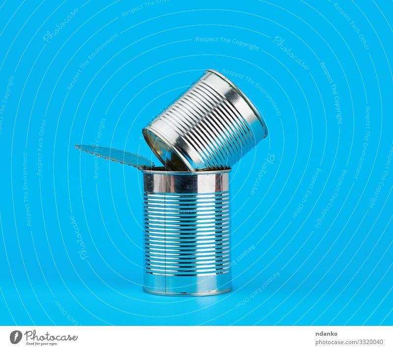 offene Harteisendose zur Konservierung von Lebensmitteln Ernährung Design Industrie Container Verpackung Paket Dose Metall Stahl glänzend grau weiß Stapel