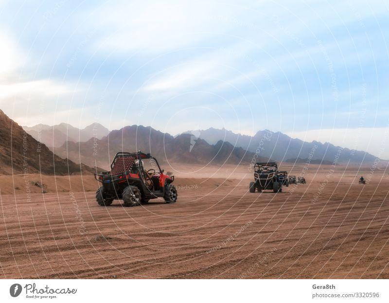 Autowagen mit Touristen auf einer Reise in die Wüste in Ägypten Ferien & Urlaub & Reisen Tourismus Ausflug Abenteuer Berge u. Gebirge Menschengruppe Natur