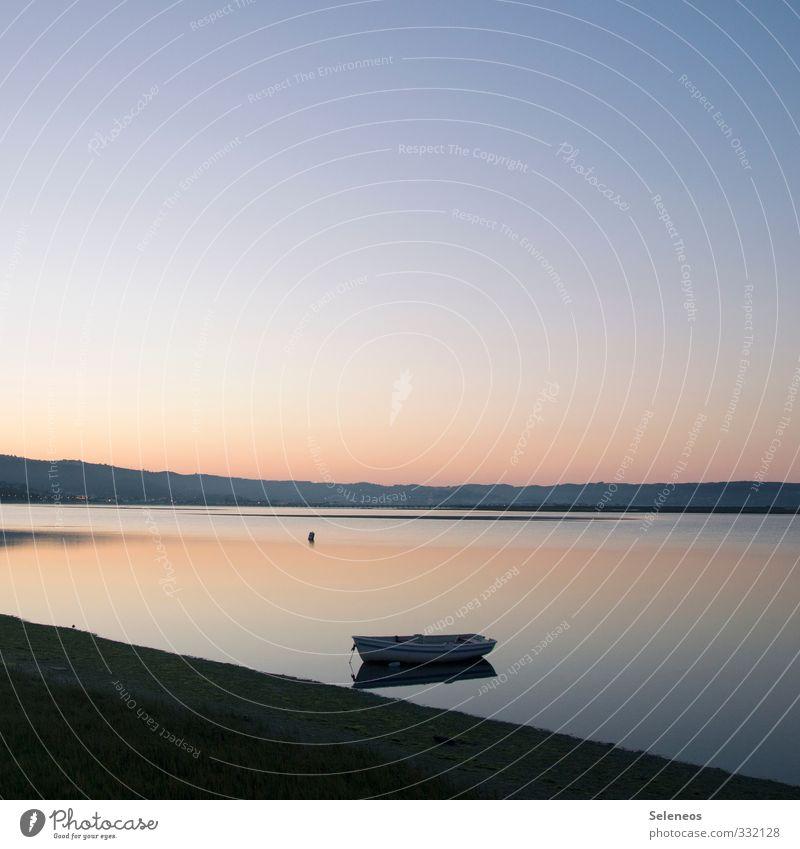 Stille See Ferien & Urlaub & Reisen Tourismus Ausflug Ferne Freiheit Umwelt Natur Landschaft Wasser Himmel Wolkenloser Himmel Horizont Hügel Küste Seeufer Bucht