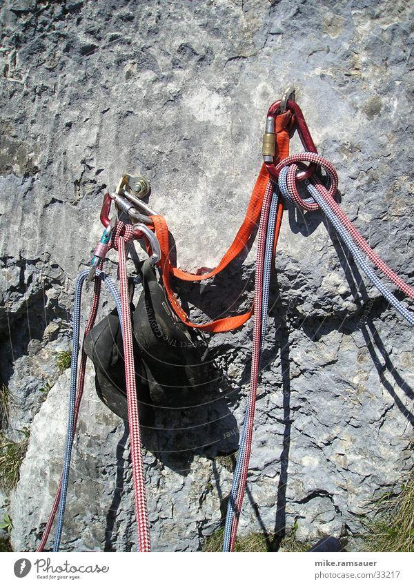 Der Standplatz Felsen Klettern Bergsteigen Knoten Haken Absicherung Extremsport