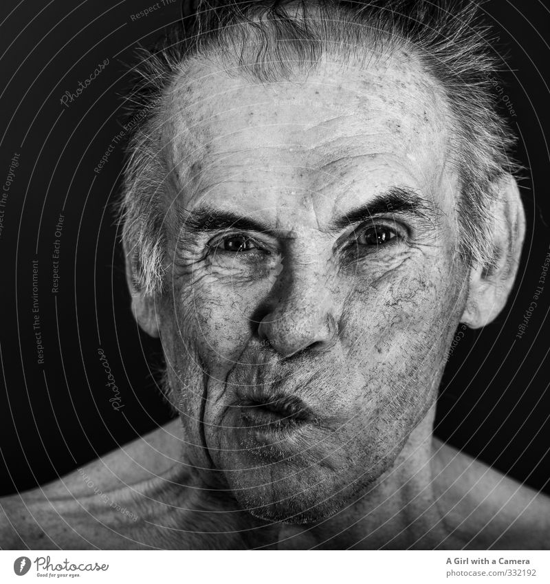 Spitzbub Mensch Mann Freude Senior lustig Kopf maskulin 60 und älter Männlicher Senior Hautfalten Großvater frech Grimasse spaßig ungeheuerlich unrasiert