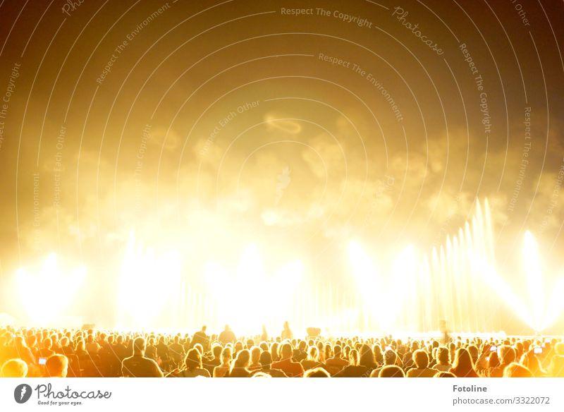 Bäääääääm! Mensch Leben Menschenmenge heiß hell braun gelb weiß Feuer Explosion Veranstaltung Feste & Feiern Party Show Farbfoto mehrfarbig Außenaufnahme Nacht