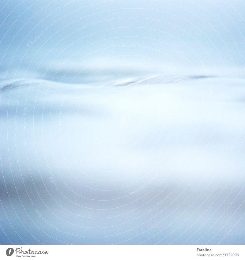 Ein Hauch von Blau Umwelt Natur Urelemente Wasser Wellen Teich See hell nah nass natürlich blau wellig Pastellton Farbfoto Gedeckte Farben Außenaufnahme