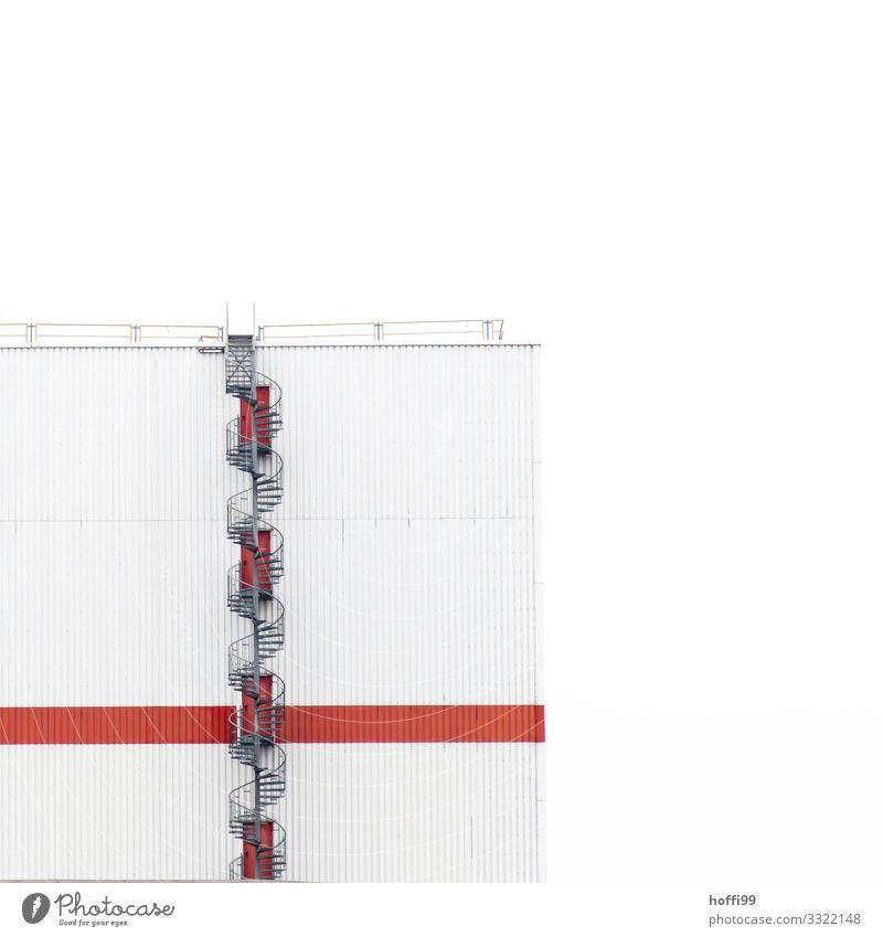 spiral stairs Hochhaus Industrieanlage Treppe Fassade Dach Wendeltreppe ästhetisch außergewöhnlich Coolness modern Stadt rot weiß elegant Präzision Symmetrie