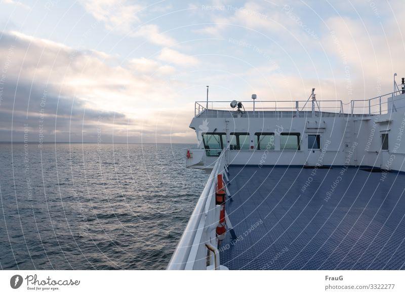 mit der Fähre in den Urlaub fahren Meer Ostsee Schifffahrt Wasserfahrzeug Brücke Kommandobrücke Menschenleer Ferien & Urlaub & Reisen Überfahrt morgens