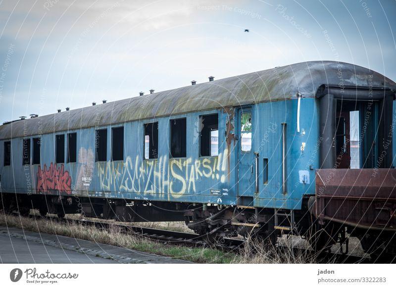 geisterbahn. alt Graffiti Umwelt Stil Verkehr Eisenbahn Güterverkehr & Logistik Gleise Mobilität Arbeitsplatz Personenverkehr Unternehmen Zerstörung