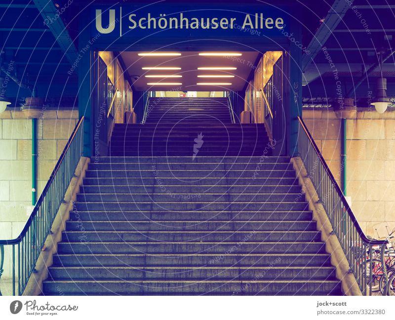 Schönhauser Allee Klima Prenzlauer Berg Stadtzentrum Bahnhof Architektur U-Bahn U-Bahnstation Treppe Verkehrswege Treppengeländer Treppenabsatz Schriftzeichen