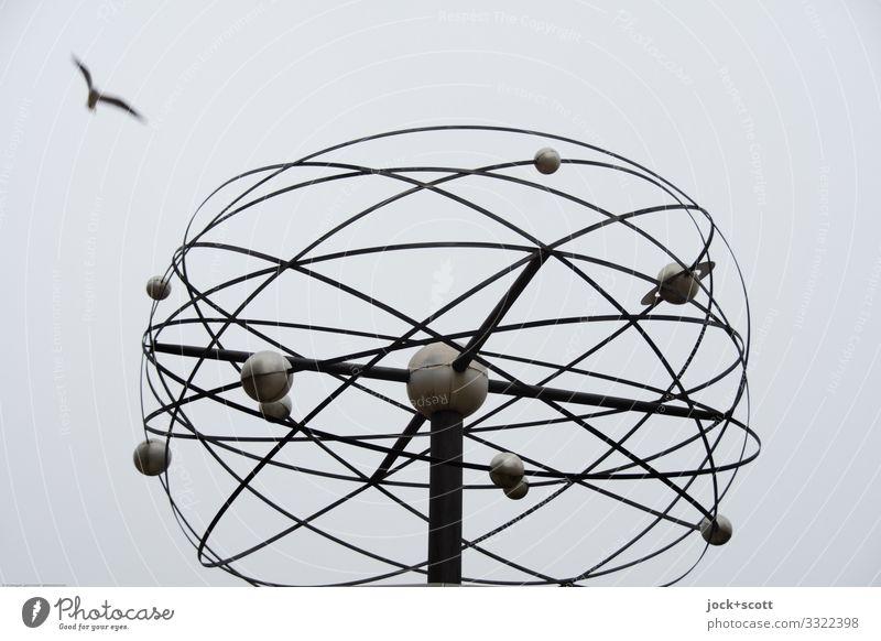 Sonnensystem s/w Alexanderplatz Sehenswürdigkeit Weltzeituhr Planet Flugbahn Linie Kugel fliegen retro Design Inspiration Vogelflug abstrakt Hintergrund neutral
