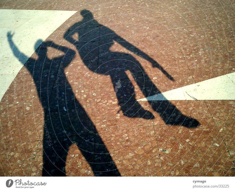 schatten-02 Mann rot springen maskulin Platz außergewöhnlich Bodenbelag Barcelona Selbstportrait hüpfen Kick