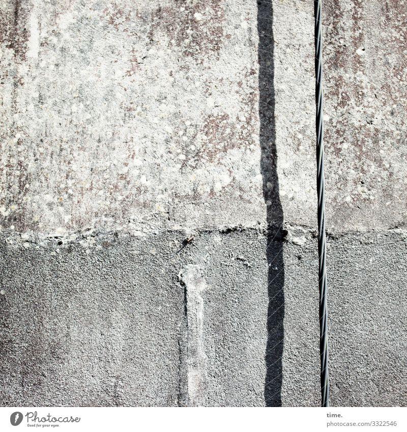 Transportweg, senkrecht stromkabel kaputt beton stein mauer trashig ruine lost place verlassen perspektive sanierungsbedürftig baufällig damals früher