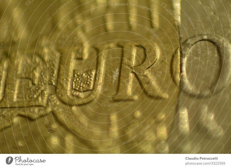 Euromünze Schriftzug EURO Metall Zeichen Schriftzeichen Geld bezahlen kaufen historisch Vertrauen Sicherheit Business Kapitalwirtschaft Fortschritt Freiheit