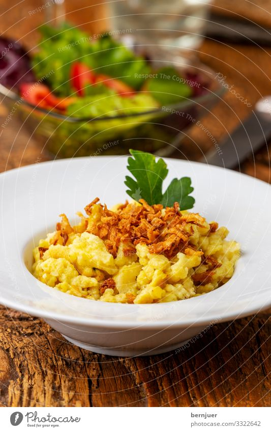 Spätzle Käse Ernährung Mittagessen Holz frisch lecker kochen & garen bayerisch Zwiebel Deutsch Europa spatzle typisch Italienisch Kochen geröstet rustikal