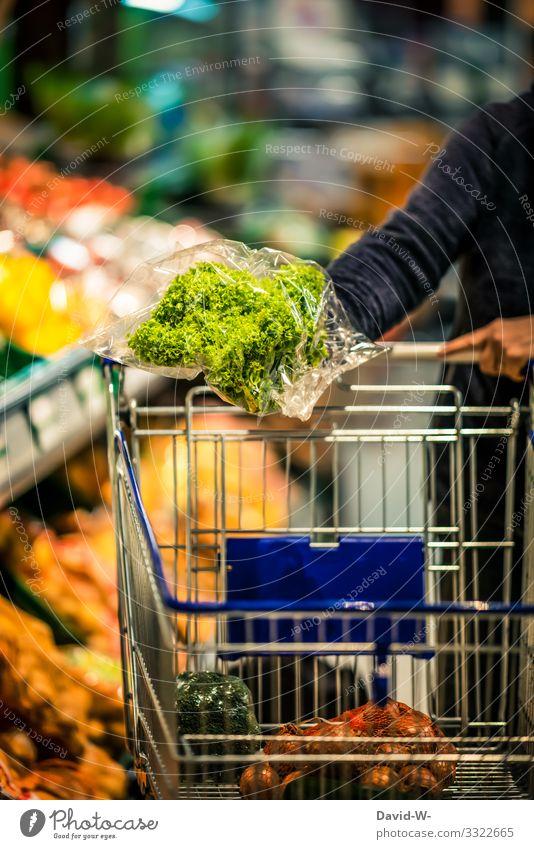 Supermarkt - Lebensmittel in Plastikverpackung Einkaufswagen einkaufen Farbfoto Konsum Ladengeschäft Mensch Plastikwelt Plastikhülle Plastikfolie