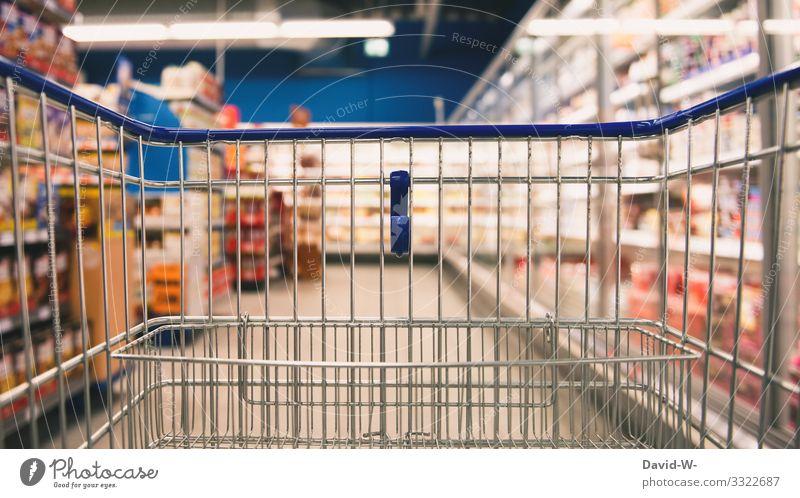 leerer Einkaufswagen im Laden einkaufen Geschäft Lebensmittel knapp ausverkauft Wocheneinkauf knappheit Coronavirus angst suchen angebot werbung Preiserhöhung