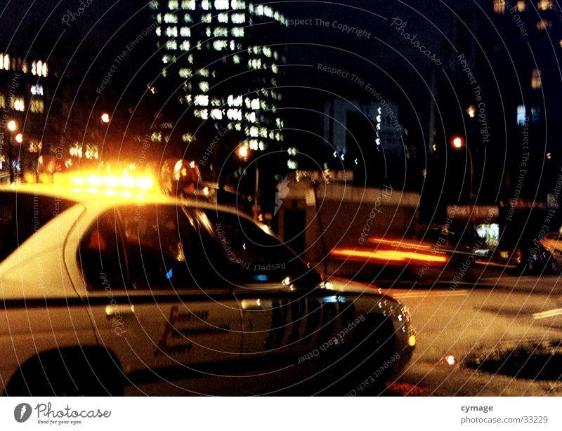 nypd dunkel PKW Verkehr Geschwindigkeit Hilfsbereitschaft fahren USA Skyline New York City Warnleuchte New York State