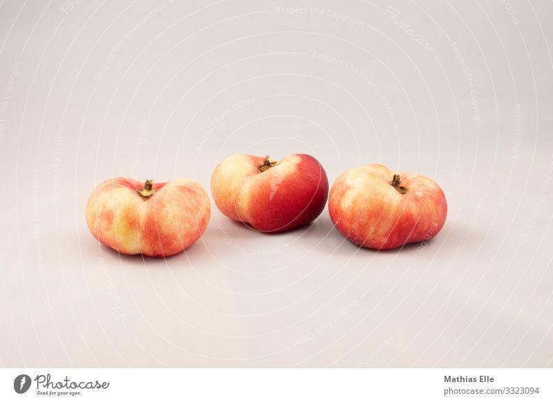 3 Pfirsiche auf grauem Hintergrund Lebensmittel Frucht Ernährung Picknick Bioprodukte Vegetarische Ernährung exotisch Gesunde Ernährung orange rot Nektarine