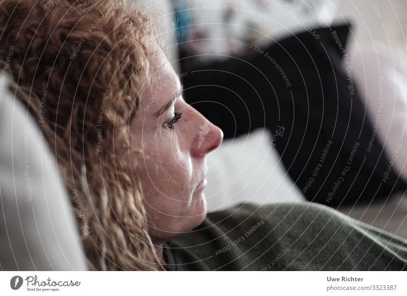 time to relax feminin Frau Erwachsene Gesicht 1 Mensch 45-60 Jahre rothaarig Locken Erholung lesen authentisch einzigartig Wärme weich Geborgenheit achtsam