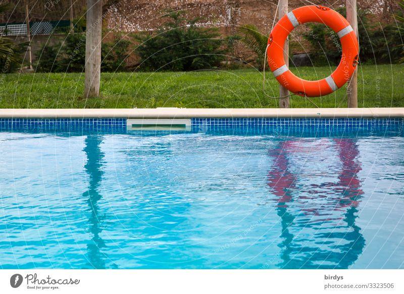 Pool blau grün Wasser rot Erholung Freude Lifestyle Wiese Tourismus Schwimmen & Baden Freizeit & Hobby authentisch Hilfsbereitschaft bedrohlich Sicherheit