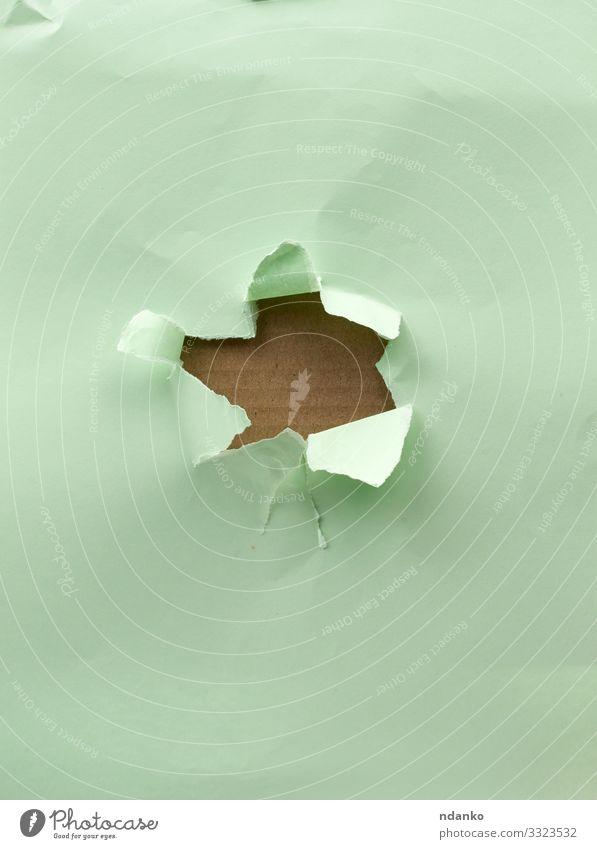 Loch im grünen Papier Design Handwerk braun Golfloch zerrissen Element Riss Saum Schaden Zerreißen gerissen Schot Page Mitteilung Borte kreisen Spielfigur