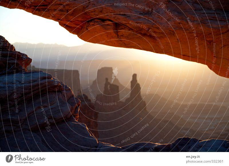 Washerwoman Arch Canyonlands Natur Einsamkeit Landschaft Umwelt Ferne Glück Zeit Felsen braun außergewöhnlich orange gold Idylle Abenteuer Vergänglichkeit