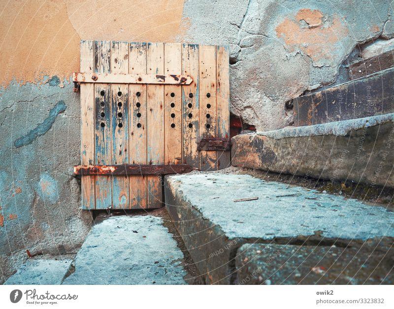 Eingepasst Mauer Wand Fassade Tür Treppe Stein Holz Metall Rost alt blau orange türkis Verfall Vergangenheit Vergänglichkeit Scharnier Riegel Torgau Sachsen