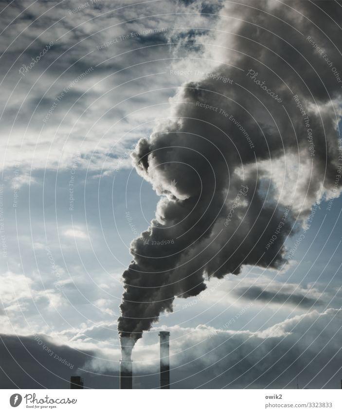 Auspuff Wirtschaft Energiewirtschaft Heizkraftwerk Himmel Wolken Fabrik Schornstein dreckig dunkel Unendlichkeit gruselig Desaster Endzeitstimmung