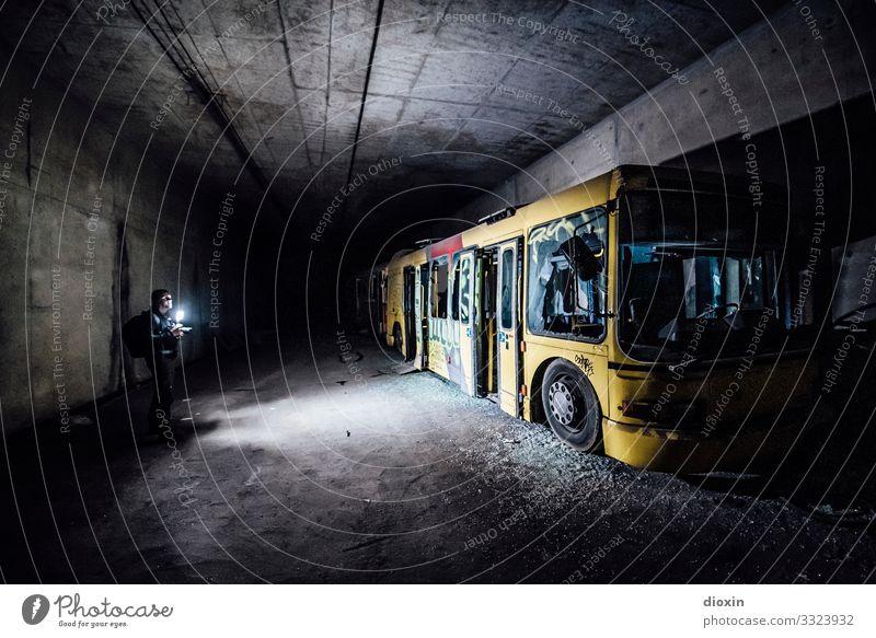 the tunnel | explorer Mensch Jugendliche alt Stadt Junger Mann Erwachsene Verkehr Abenteuer Vergänglichkeit entdecken Verfall trashig Personenverkehr Bus Tunnel