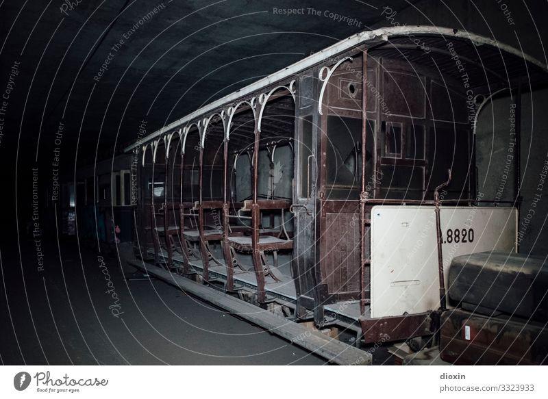 the tunnel | relic alt Stadt Verkehr Abenteuer Vergänglichkeit historisch Vergangenheit entdecken Verfall trashig Personenverkehr Tunnel Verkehrsmittel