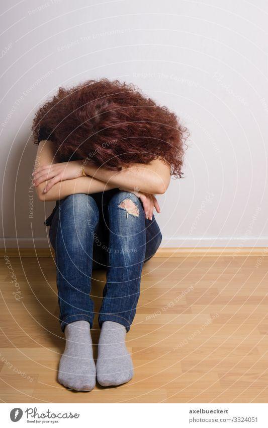 Teenager Depression Lifestyle Gesundheit Gesundheitswesen Krankheit Wohnung Raum Kinderzimmer Mensch feminin Mädchen Junge Frau Jugendliche Erwachsene 1