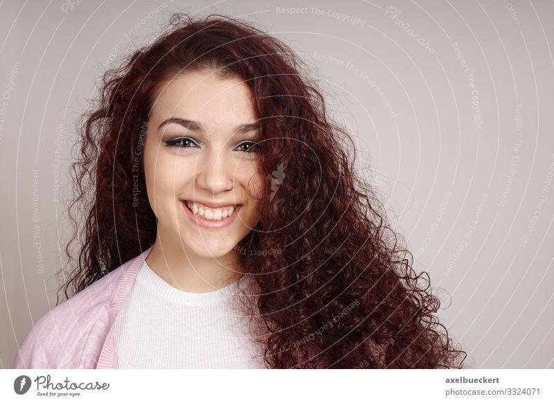 glückliche Teenagerin Lifestyle schön Mensch feminin Mädchen Junge Frau Jugendliche Erwachsene 1 13-18 Jahre 18-30 Jahre Haare & Frisuren brünett rothaarig