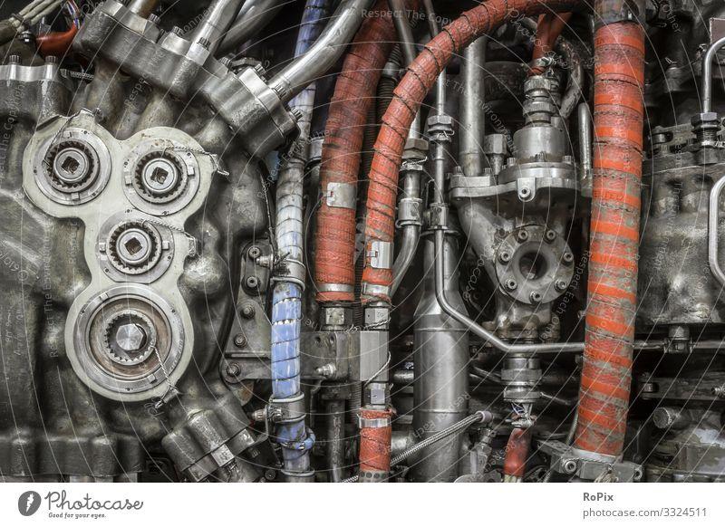 Rohrinstallation an einem Düsentriebwerk. Bildung Wissenschaften Arbeit & Erwerbstätigkeit Beruf Pilot Arbeitsplatz Fabrik Wirtschaft Industrie Baustelle